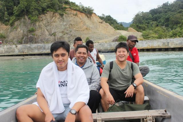 naik speed boat kebetulan bawa om bony ama broder2 jayapura nyang jago snorkling