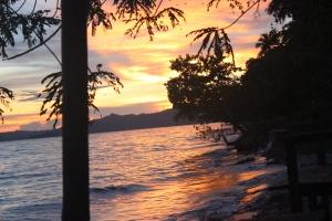 Keindahan Alam Pantai Saleo Raja Ampat ketika senja hari