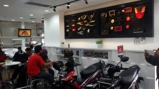 Honda riding trainer,buat pelanggan yang ingin simulasi berkendara yang bener