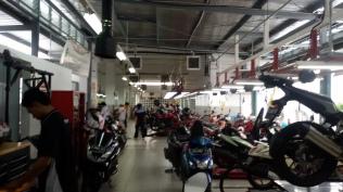 sehari bisaa seratus lebih Motor yang service kesono loh sejumlah 33 pit service